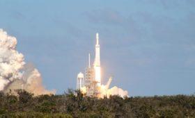Falcon Heavy finally takes flight