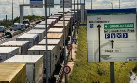 UK pays Eurotunnel £33m ove Brexit ferry contracts