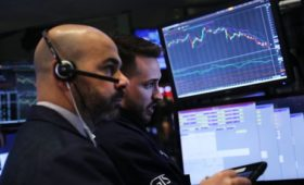 Global market slump as fears of a slowdown grow