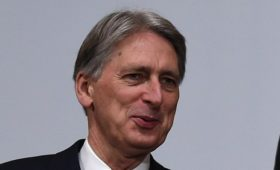 Hammond talks up UK economy despite Brexit 'cloud'