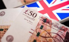Sterling falls despite strong UK retail sales data