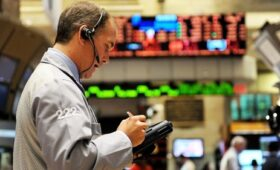 European markets end with losses on last day of 2020