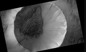 Frosty Sand Dunes on Mars