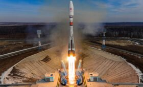Soyuz launch adds 36 satellites to OneWeb's global internet network