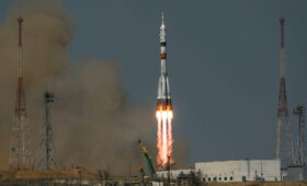 Short-Notice Vande Hei, Russian Crewmates Head to Space Station