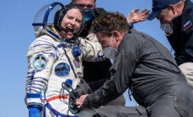 Russian capsule brings home three space fliers