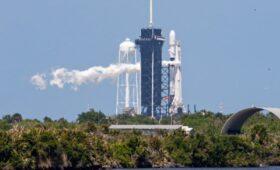 Record-Tying Falcon 9 Veteran Lofts 25th Batch of Starlink Satellites