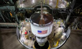 Upper stage added to SLS stack in Vehicle Assembly Building