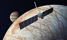 NASA Chooses Falcon Heavy Over SLS to Launch Europa Clipper, Saving About $2 Billion