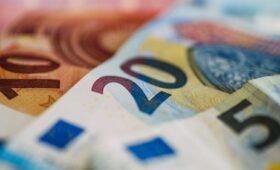 Higher tax receipts help lower deficit by €2.8bn